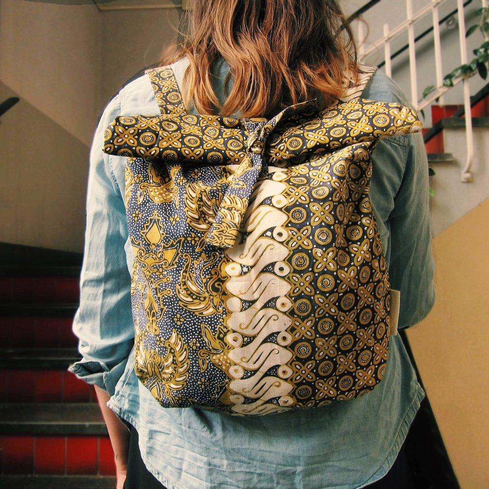 LARAS X lizet van der knaap batik