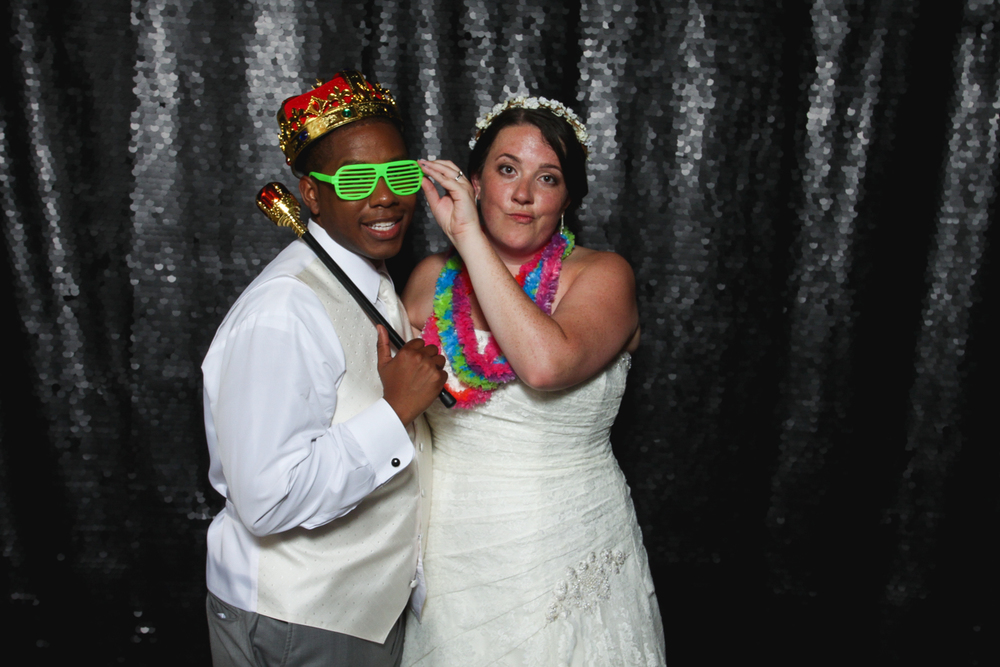 wedding-photo-booth-fun