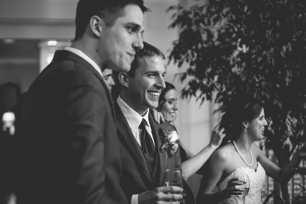groom-enjoying-cocktail-hour-with-his-groomsmen
