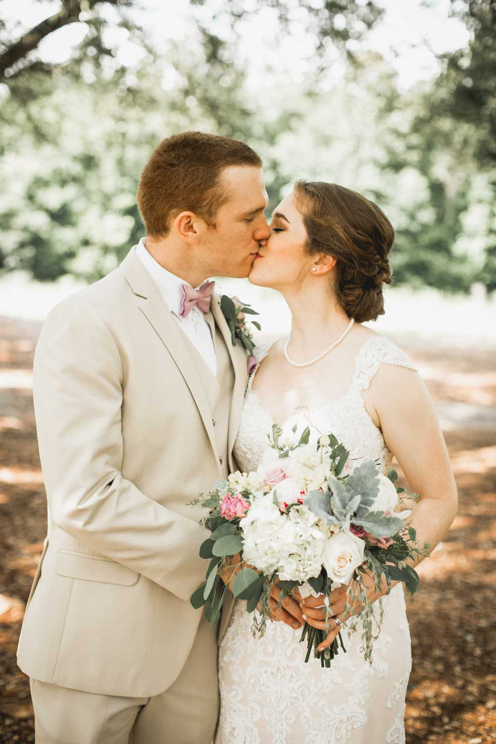 bride-and-groom-kissing-photo