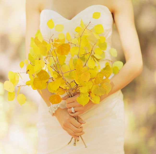 fall-wedding-ideas-yellow-leaf-bouquet.jpg