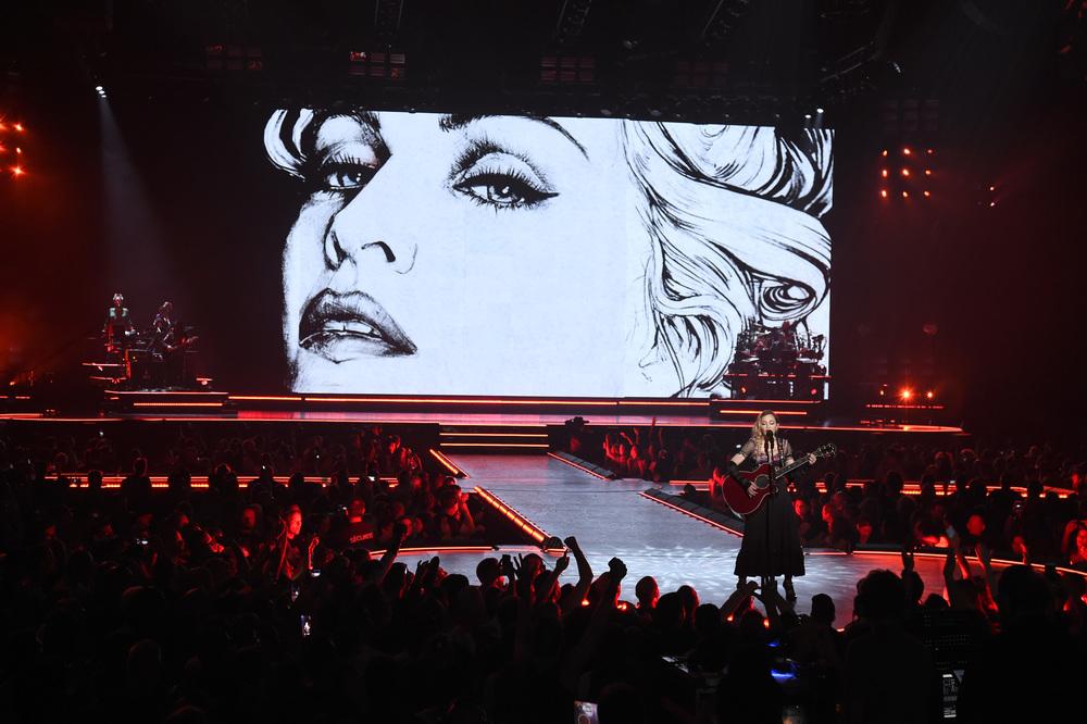 576711507LL090_Madonna_Rebe.JPG