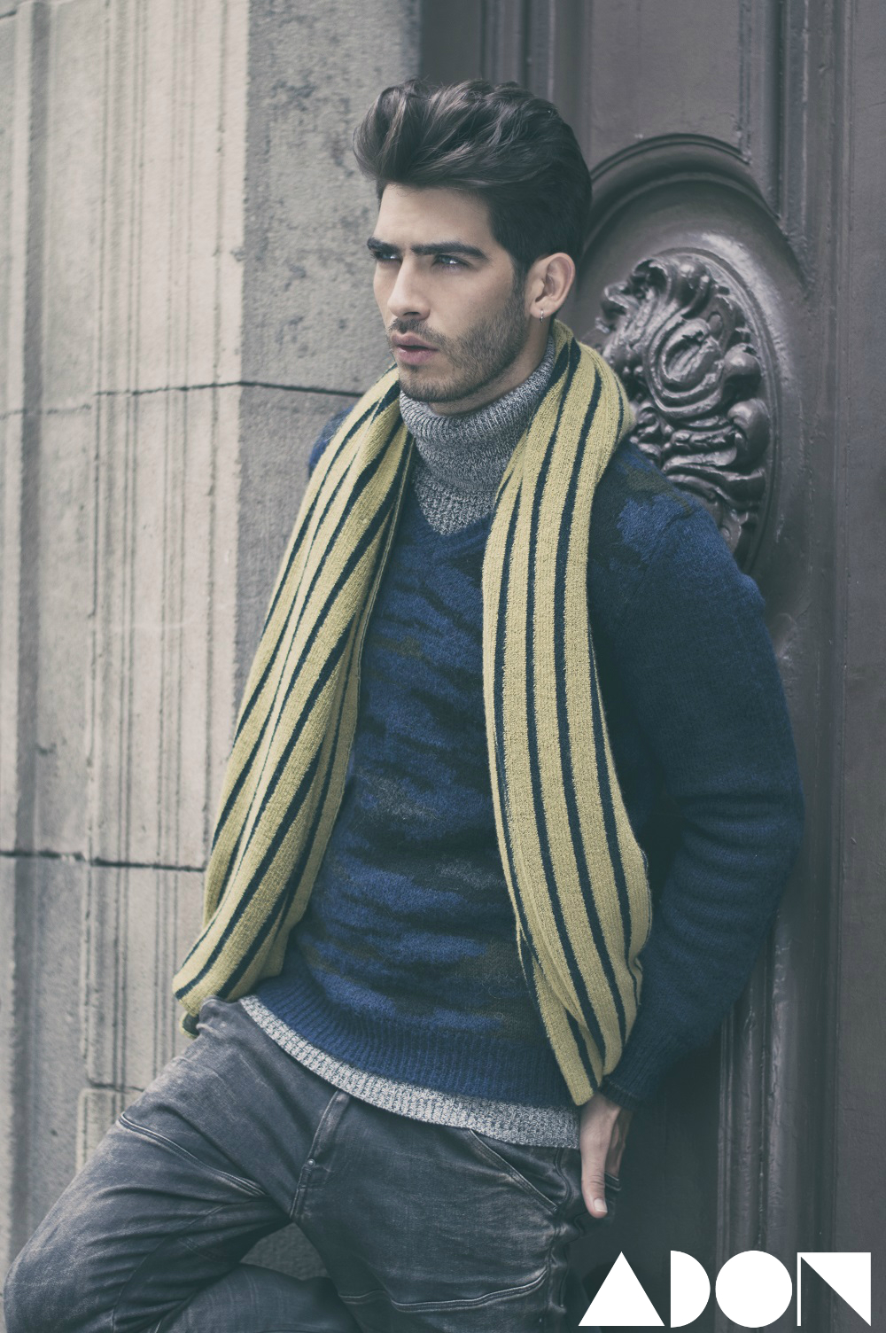 Turtleneck: G-Star, V-neck: Guess Marciano, Jeans: G-Star, Scarf: Biel lo