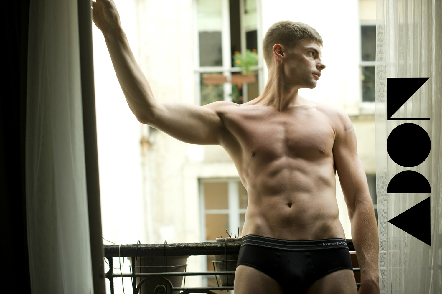 Adon Exclusive: Model BEN HALL