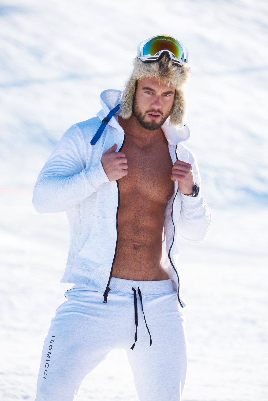 LEOMICCI SNOW WHITE 3.jpg