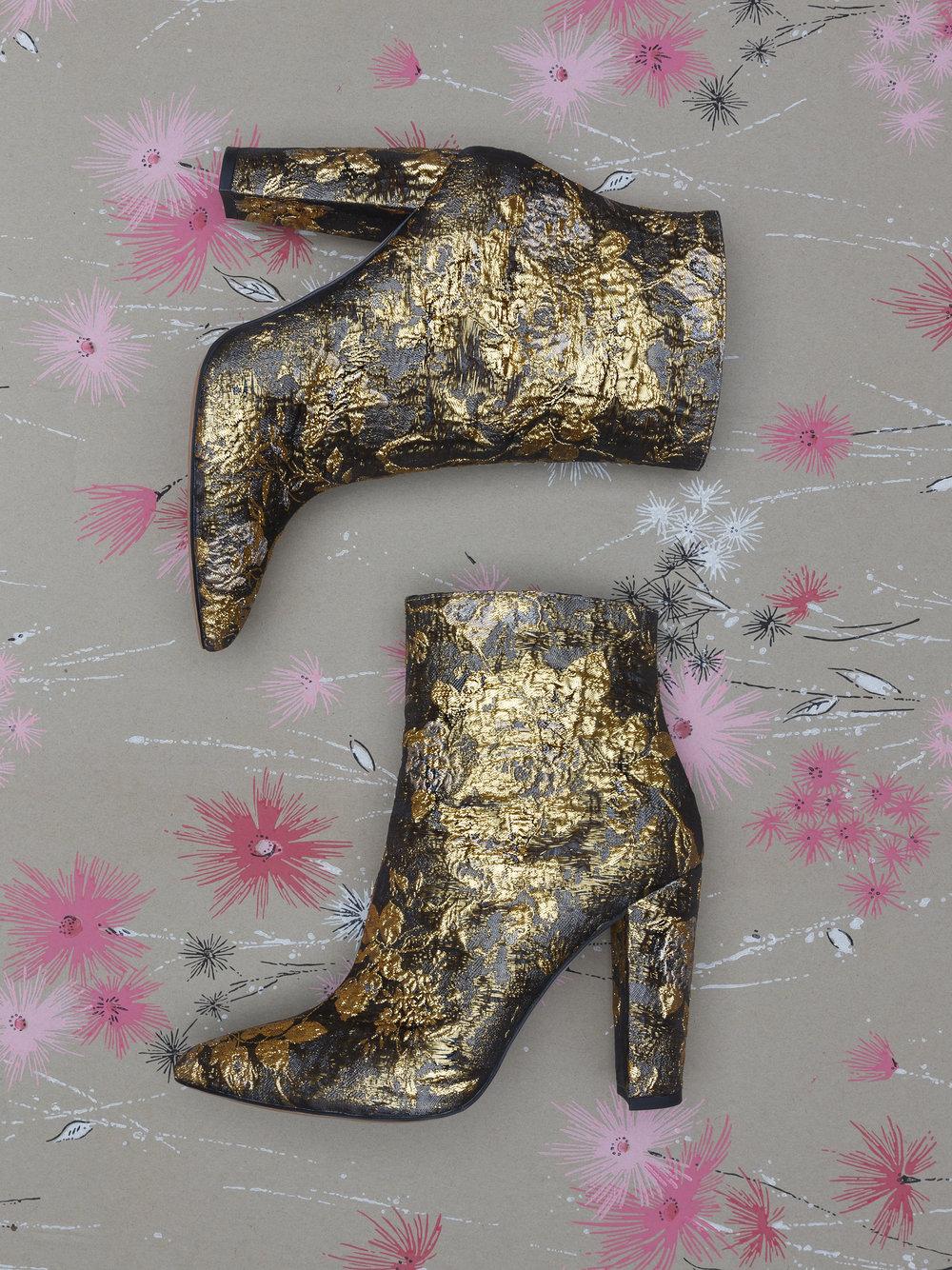 Gold_Shoe_1-USM.jpg