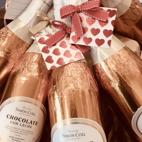 Unique Gifts & Chocolate Hampers - Return the Bride and Groom's generosity and celebrate their special day with personalised hampers. Delicious artisan chocolate in order to say thank you and congratulations to the lucky Husband and Wife.