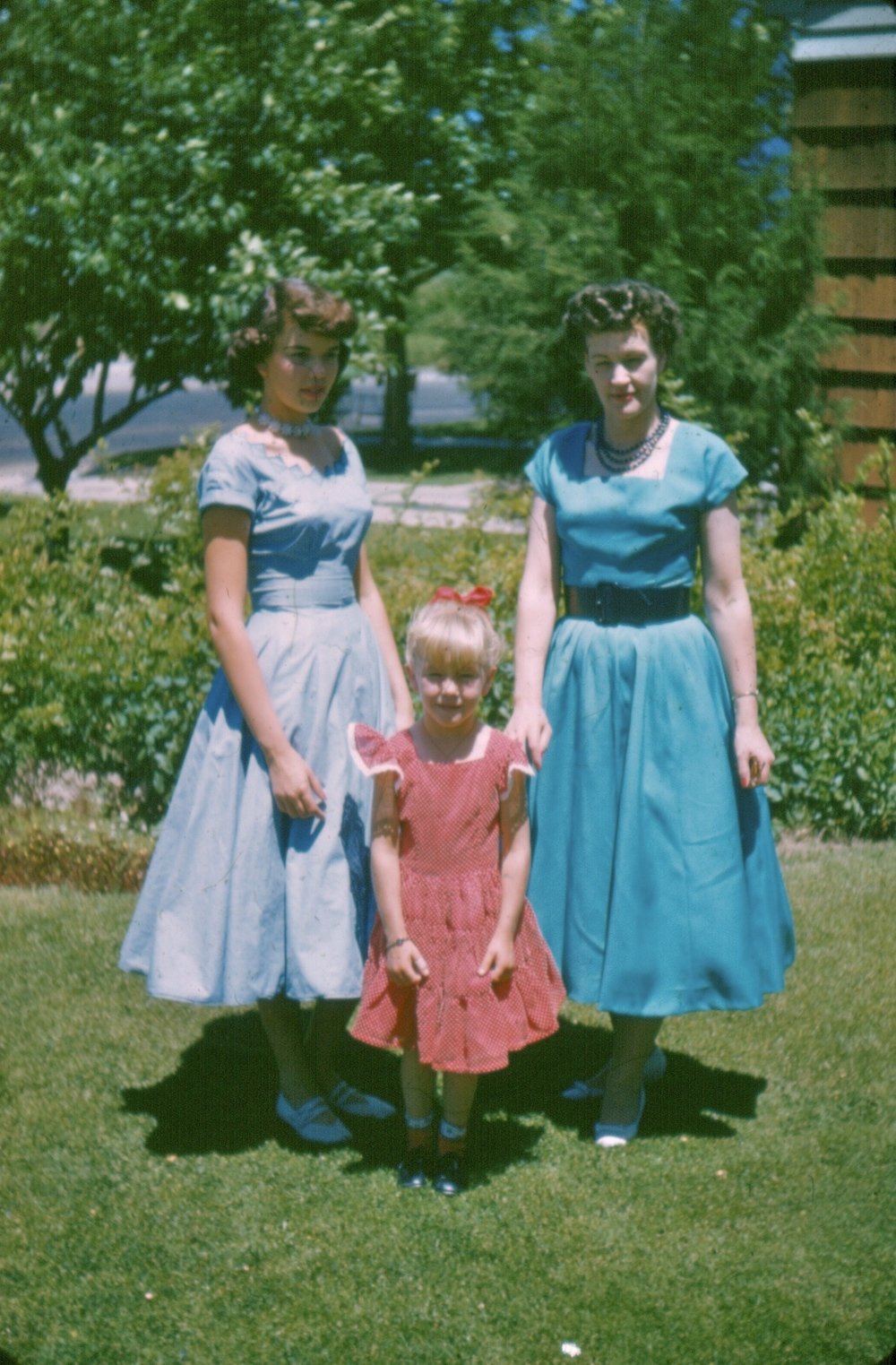 There's no photo of the skirt in my story, but this is my mother, her little sister and my grandmother around the same time.