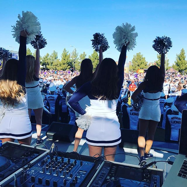 Stuck on stage with a bunch of cheerleaders... sometimes I hate my job 😂 #fiestabowl #pennstate vs #washingtonhuskies