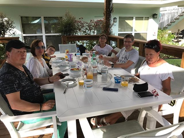 Muller family enjoying breakfast at #SunDekBeachHouse #loveFL #visitflorida #boyntonbeach #picoftheday #floridalivin #funinthesun #beachday