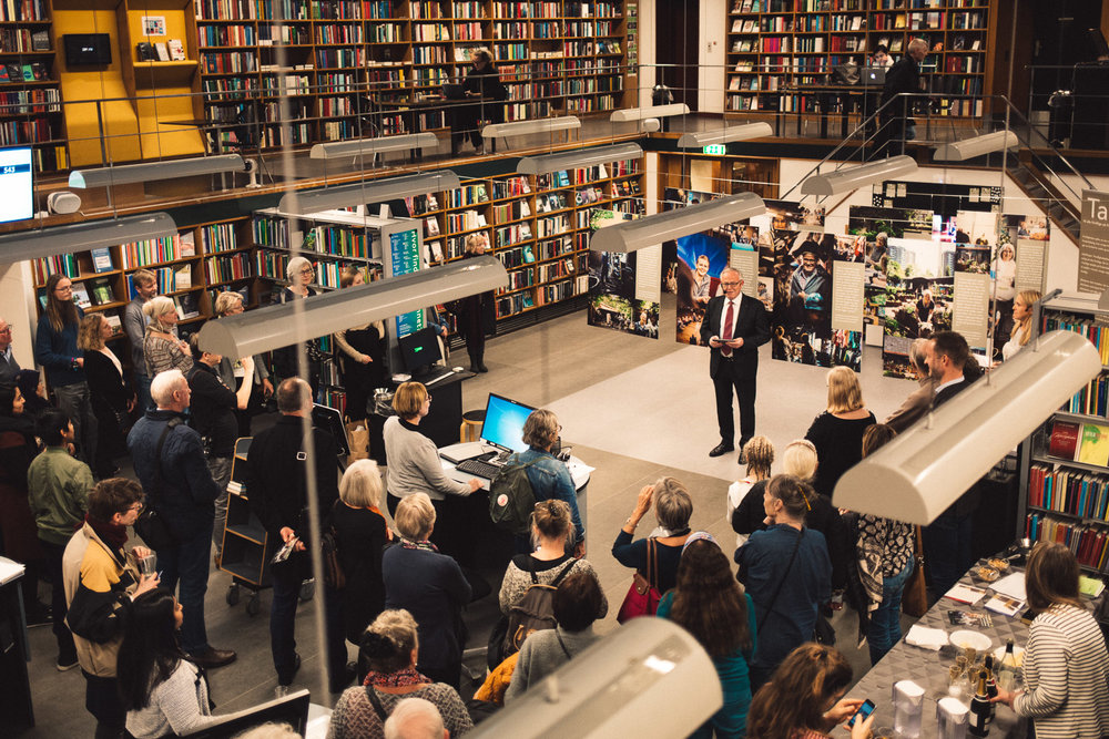 Mayor of Frederiksberg Municipality (Copenhagen), Jørgen Glenthøj, opening the exhibition in the main library and community centre of the city.