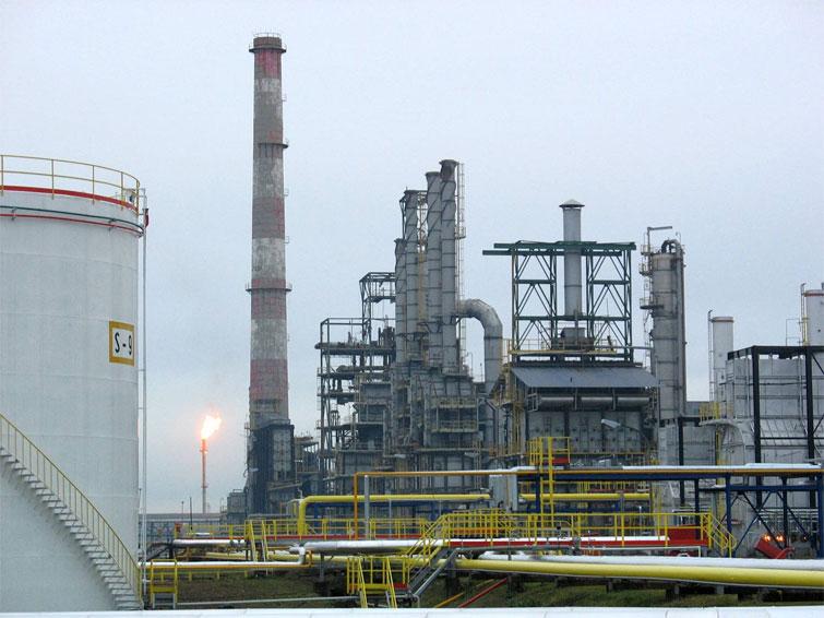 zvornikdanas-rafinerija-nafte-brod1.jpg