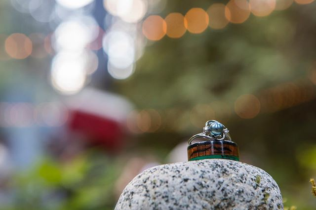 I think this is a perfect set of rings for a perfect wedding in the mountains! ---------------------------------- #awesome #bridal #bride #canon #canon5dmarkiv #canonphotography #canonusa #optoutside #getout #brideandgroom #outdoorwedding #pnw #pnwonderland #pnwcollective #pnwphotographer #seattle #seattlelife #seattlephotographer #weddingdress #wedding #weddingphotography #climber #pnwedding #weddingdetails #weddingrings