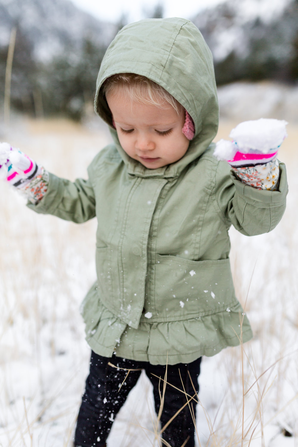 Tyla 18months first snow-8486.jpg