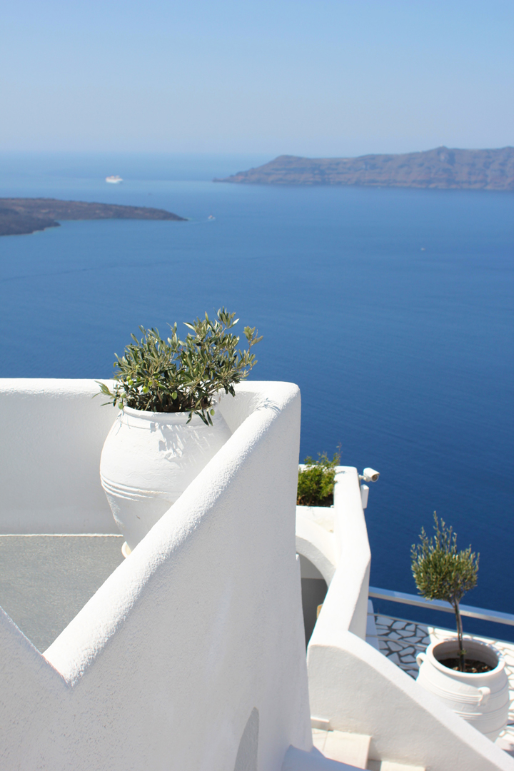 It was easy to get a little bit turned around in the hotel – Santorini is pretty Escher-esque in architecture anyway, but between the stairs and the bridges and the narrow passageways, we frequently found ourselves on some random balcony.
