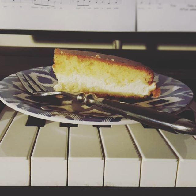 Nothing like some leftover cake from @thefamilystore to kick-start this early morning arranging session!