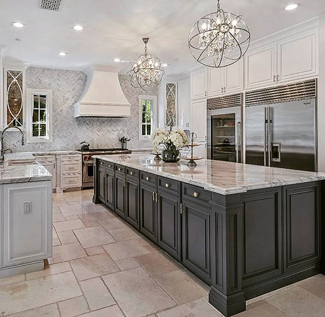 What would you like to do in this amazing kitchen if it was yours?  www.theblvd.info #remaxgrandlll #remaxgrand #whatareyoulookingfor #whatdoyouwantinahome #theblvddotinfo #inspiremehomedecor #27diamondsinc #luxury #lovelife