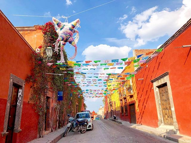 All the colors in beautiful San Miguel de Allende ❤️🧡💛💚💙💜 🇲🇽