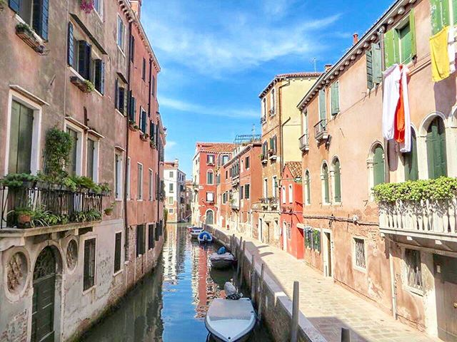 Throwing it back to this canal-filled, pasta-laden place 🍝 See you again this year, Venezia 🇮🇹 #tbt