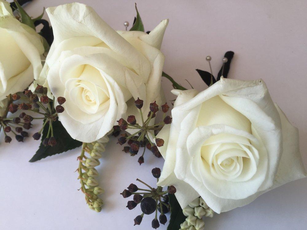 Buttonholes white.jpg