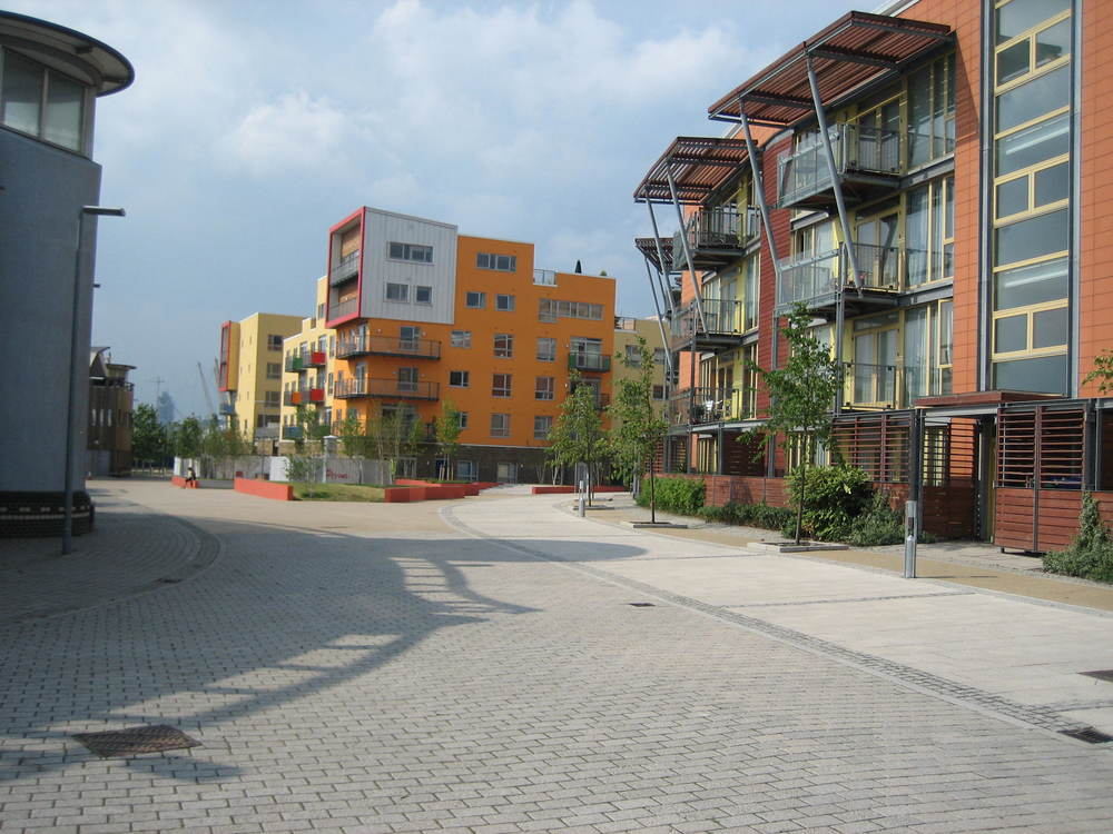 Greenwich Millennium Village - Materials and natural planting.JPG