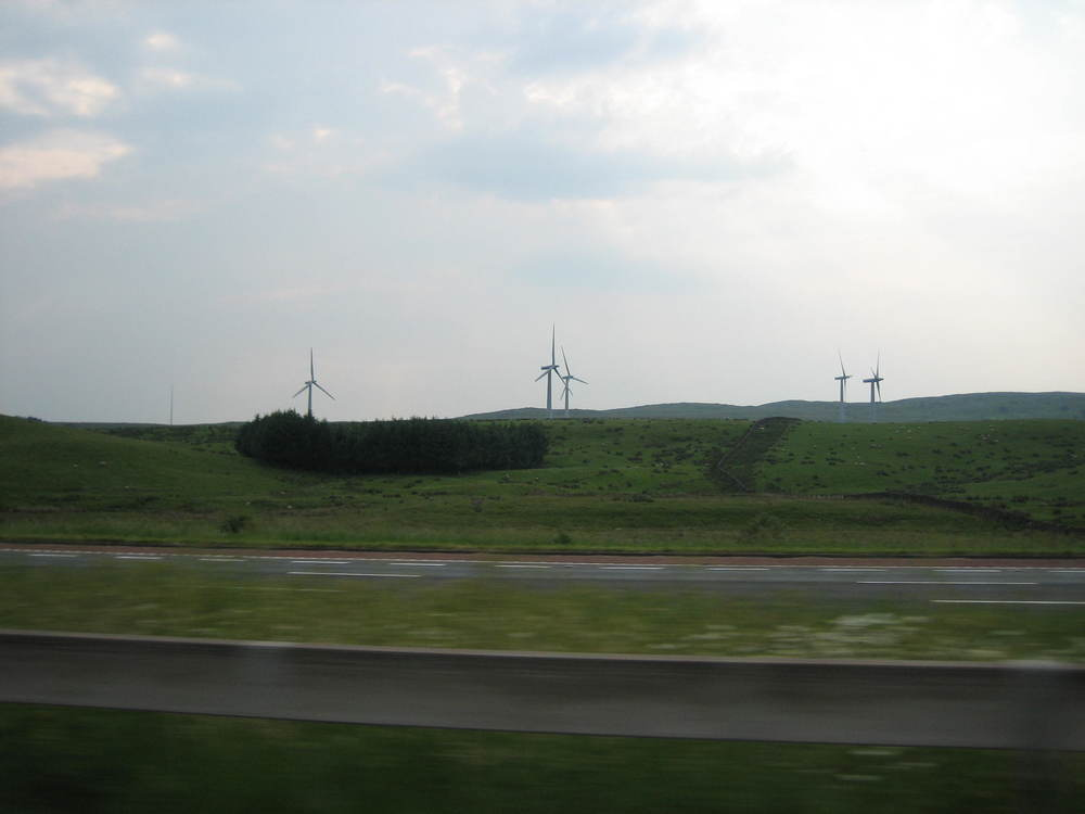 Large wind turbines (2MW) - M72.JPG