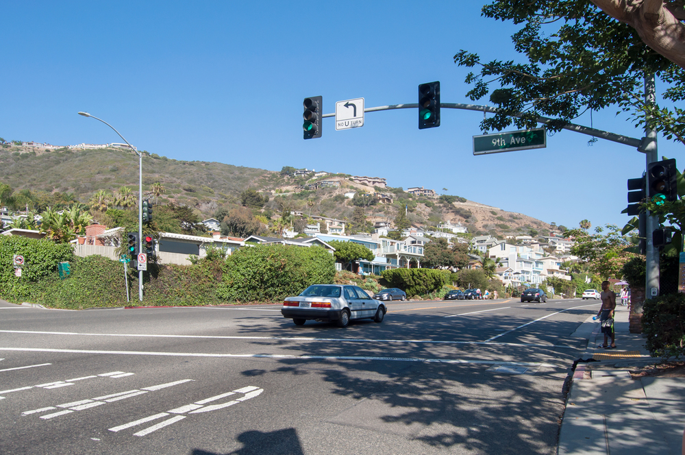 Looking south at 9th Avenue and Pacific Coast Highway (Highway 1). Once you find this intersection, you will have to park. Look for the closest spot you can find to the SOUTH of this intersection.