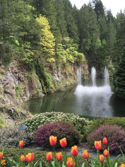 Butchart-Gardens-fountain.jpg