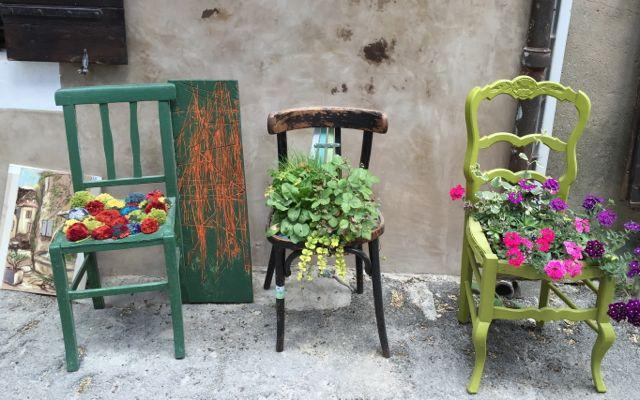 Street scene in Saignon, France