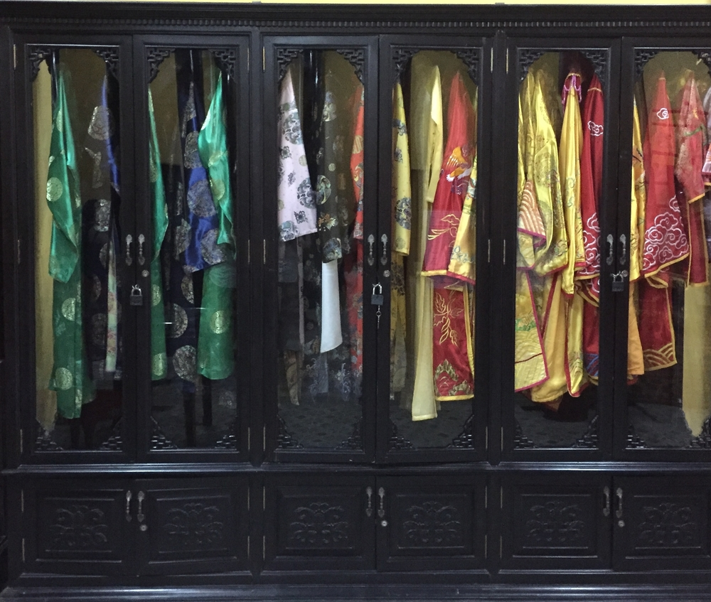 A cabinet full of gold-embroidered silk robes, offering former royal inhabitants of the Imperial City a complete choice of daily wear, arranged by color.