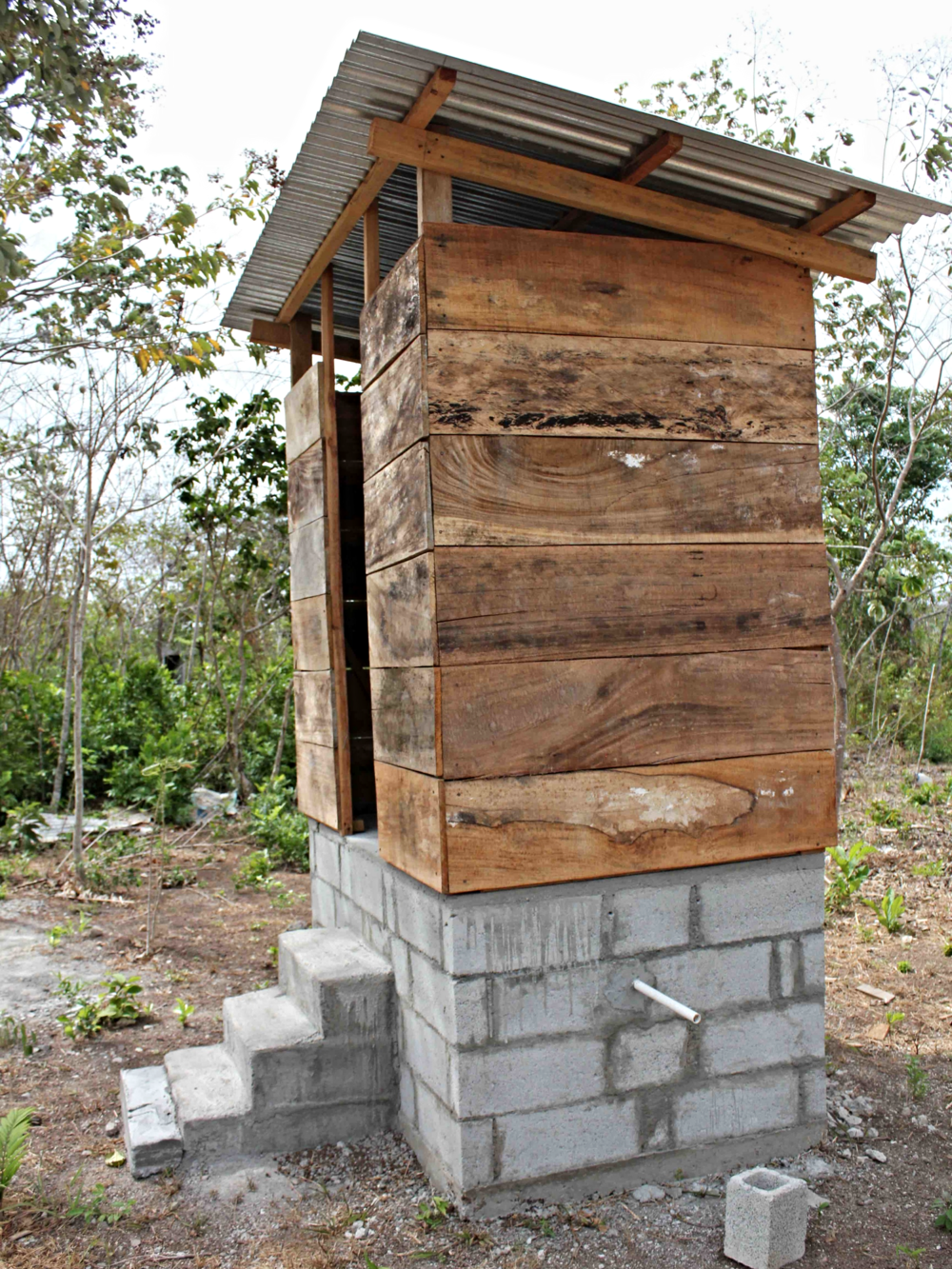 A composting latrine in Tranquilla, Panama, very similar to what the Reyes have - photo by Daysbeth López