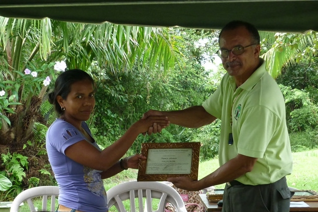 Nancy receiving a certificate recognizing her work in Los Alonsos from Rodrigo Rodriguez, Panama Country Director, in 2010 - photo by Dayra Julio