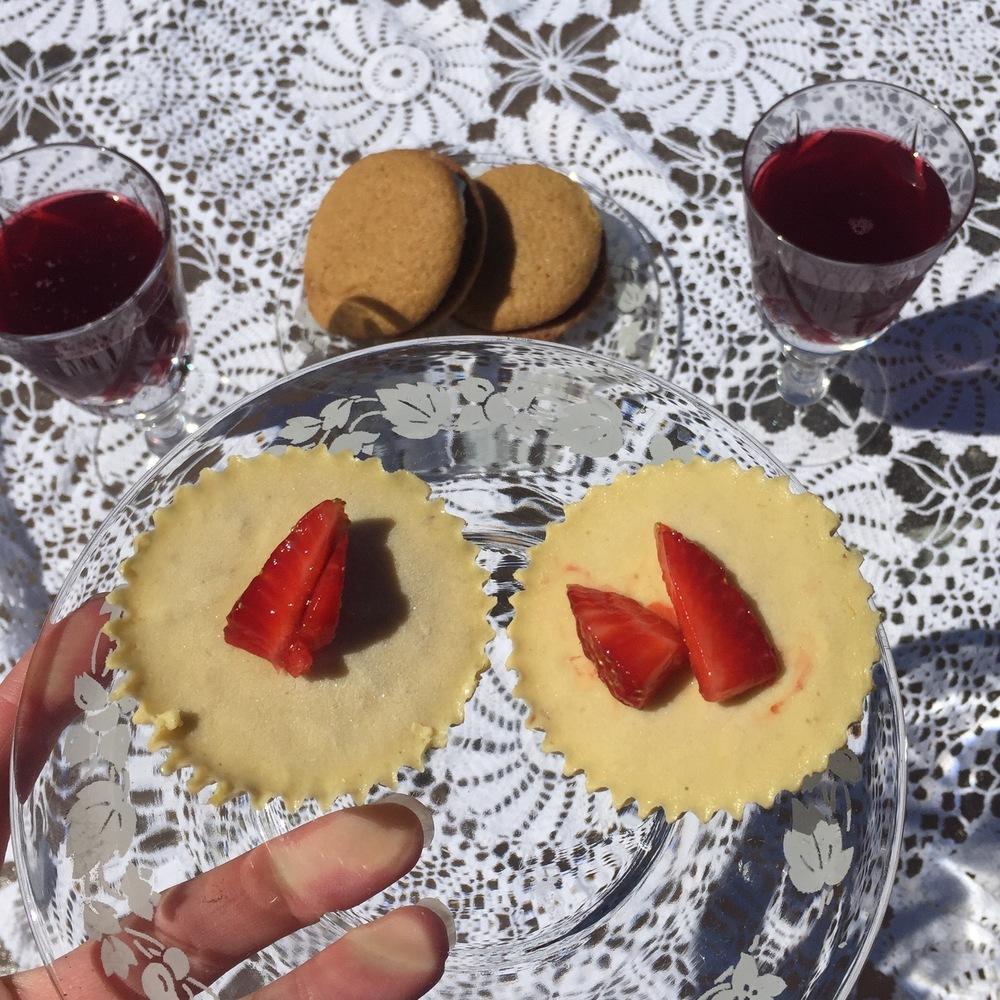 Raw mango turmeric cupcakes with Nzinga Knight's Brooklyn Brewed Sorrel (on treatmo).
