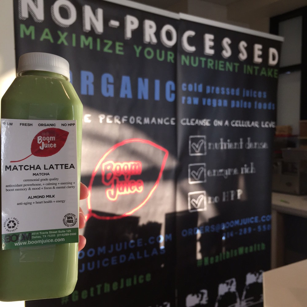 A Dallas favorite, Boom Juice focuses on food that improves your health from the inside out. Organic matcha with almond milk helps reduce stress and inflammation.   Checkout from their store on Treatmo using delivery in Dallas / Fort Worth Area.