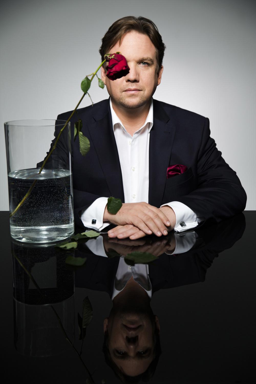"""Matthias Brodowy -  """"Gesellschaft mit beschränkter Haltung"""" ,Foto: Tomas Rodriguez"""