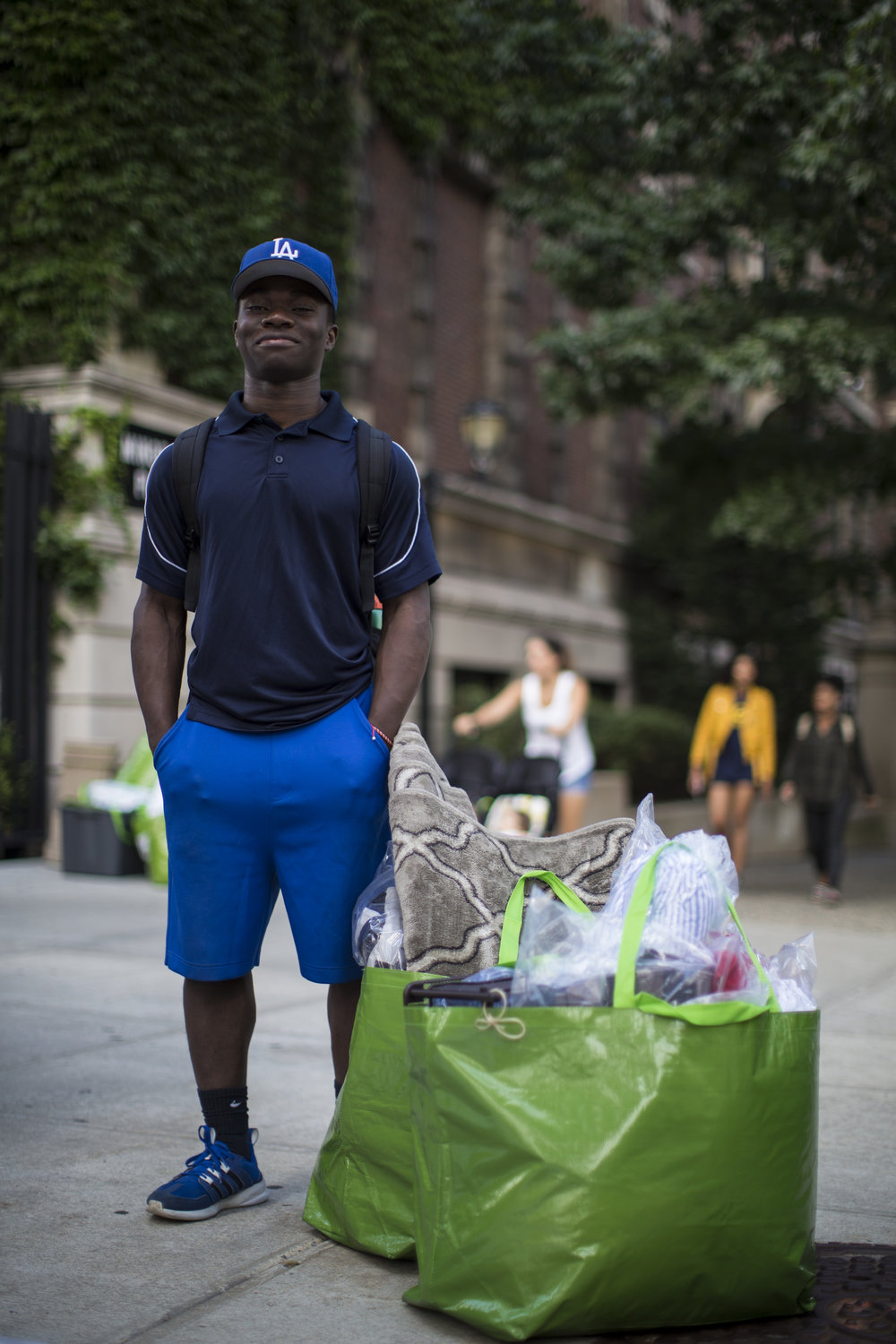 What we Are - Grad Bag is a green initiative to reuse college dorm supplies.We collect and redistribute lightly-used dorm room items that too often end up in landfills and give them to incoming college freshmen from low-income households.