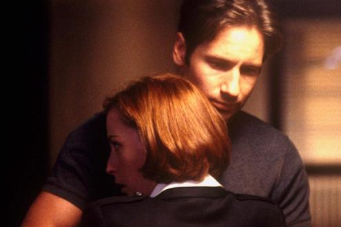 xfiles_movie_mulder_scully_kiss_b_small.jpg
