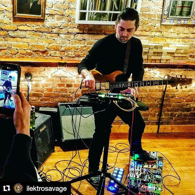 Thanks @kingscourtbrewco @bomb_mob 📸 @enztheartist @dubtronicist #dubtechno #dubtronica #electrosavage #livetronica #electrodub #pedalboard #guitarsynthesis #pigtronix #octatrack #otomachines