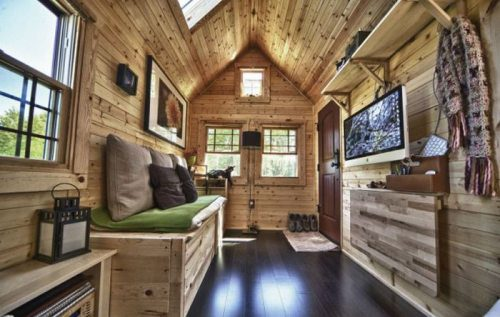 Nice-Little-House-on-Wheels-with-Window-and-Flat-TV.jpg