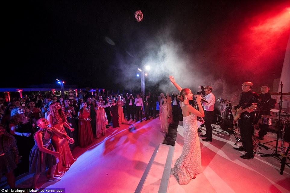 over the top weddings41959E4A00000578-4622612-image-a-75_1497983085418.jpg