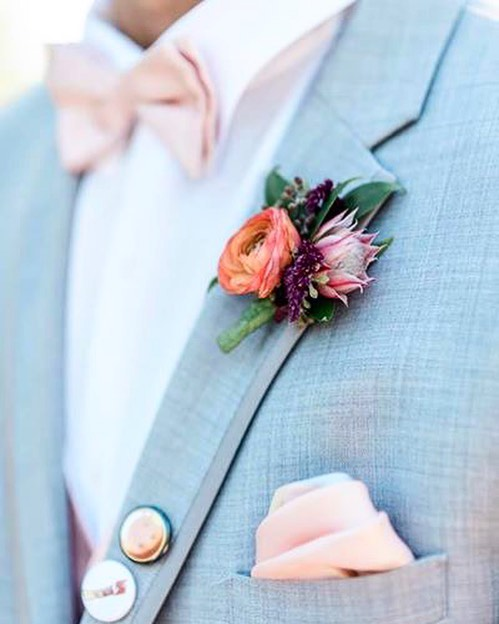 One of the prettiest boutonnières I've ever seen 😍 thanks to @stephanieyardman #albuquerquephotographer  #newmexicowedding #newmexicophotographer #newmexicoweddings #albuquerqueweddingphotographer #newmexicophotography #santafenewmexico #newmexicoweddingphotographer #albuquerquenm #ncweddingphotographer #santafeweddingphotographer