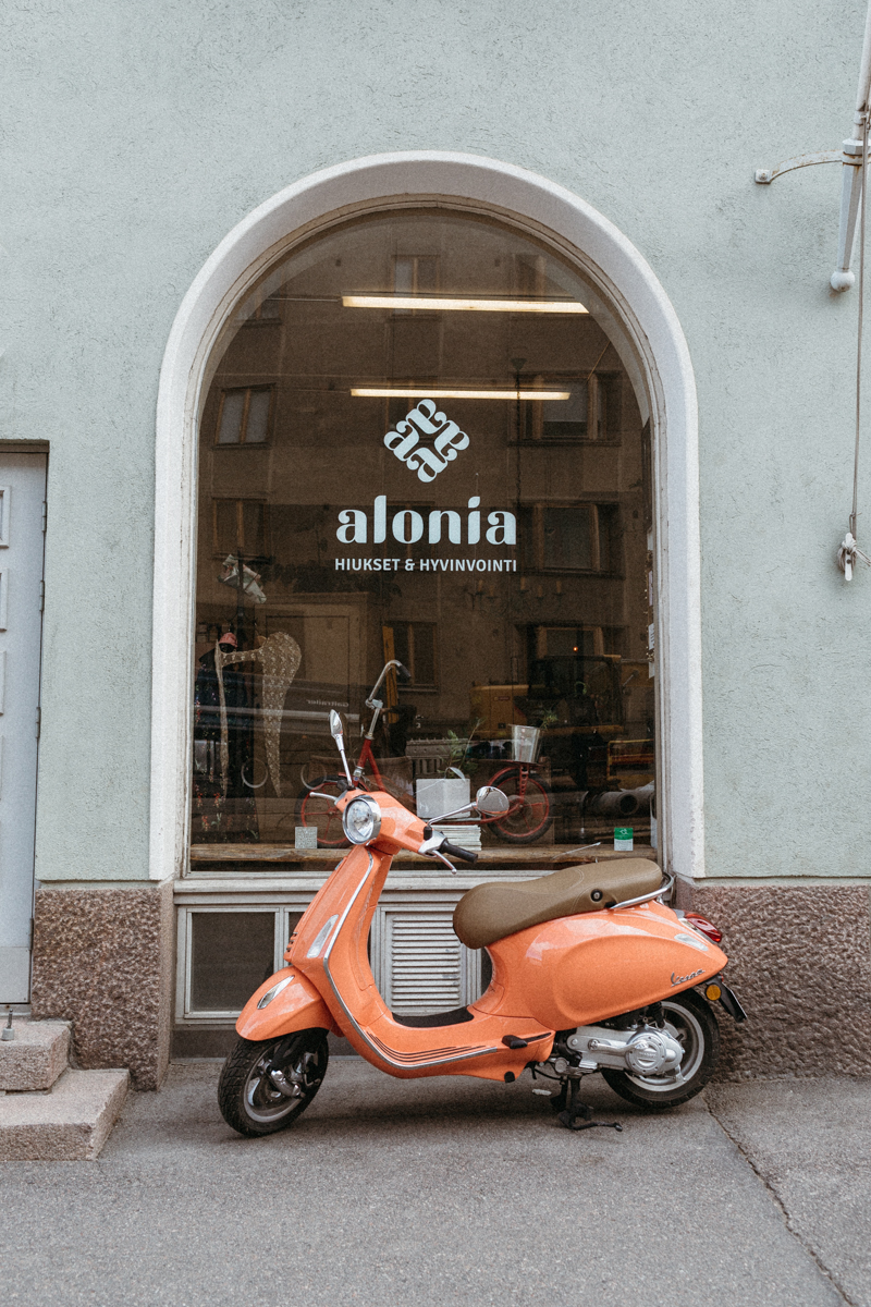 http://www.alonia.fi/  - A hairdresser and wellness centre.