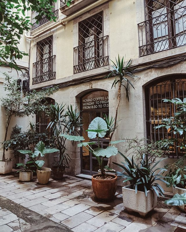 Finding quiet streets around Barcelona is always a treat!⠀⠀⠀⠀⠀⠀⠀⠀⠀ .⠀⠀⠀⠀⠀⠀⠀⠀⠀ .⠀⠀⠀⠀⠀⠀⠀⠀⠀ .⠀⠀⠀⠀⠀⠀⠀⠀⠀ #barcelona #spain #nomadcoffee #damngoodcoffee #coffee