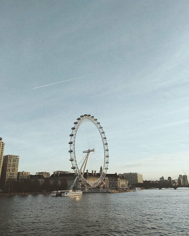 Every year @39digits and I watch Home Alone at the @princecharlescinema. It's my favourite Hamilton tradition around Christmas time. We always follow it up with a walk on the Thames in the crisp Winter air. . . . #london #londoneye #merrychristmas #travelandlife #livewell #livefullyalive #liveauthentic #travel #artofvisuals #letsgosomewhere #letsgo #lifeofadventure #pixel2 #vsco #lookslikefilm