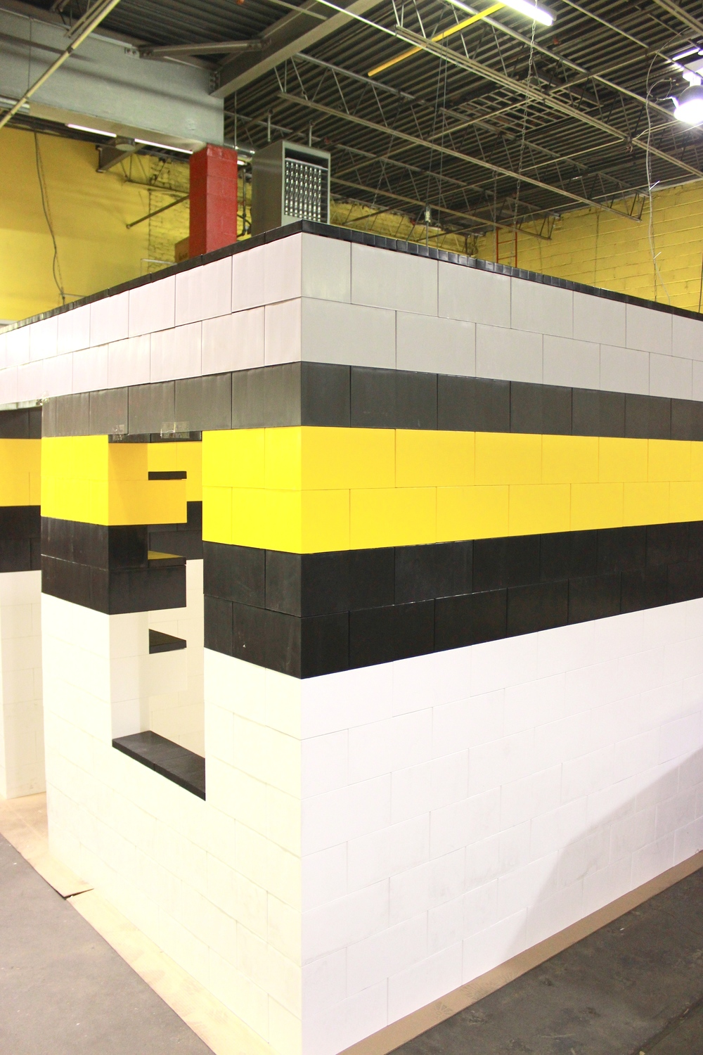 From buildings to room dividers and from pony walls to warning barriers, use EverBlock to build all types of weather and chemical resistant structures for your industrial and construction needs.