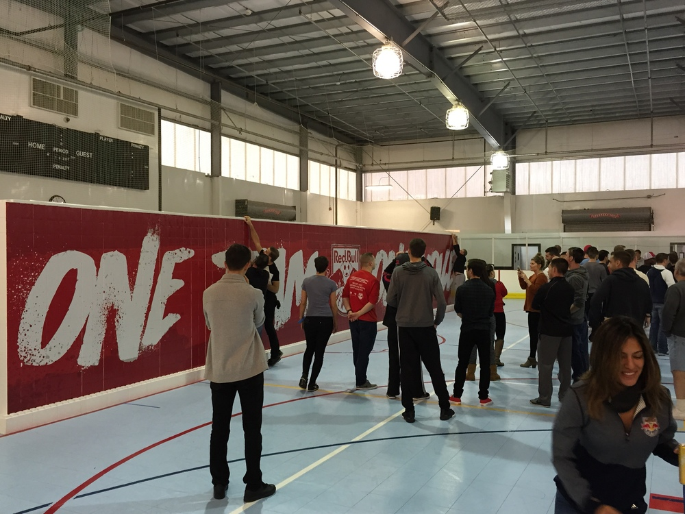 Beautiful walls and backdrops can receive printed graphics. Ideal for team-building events,experiential marketing projects, brand activations and all types of unique projects