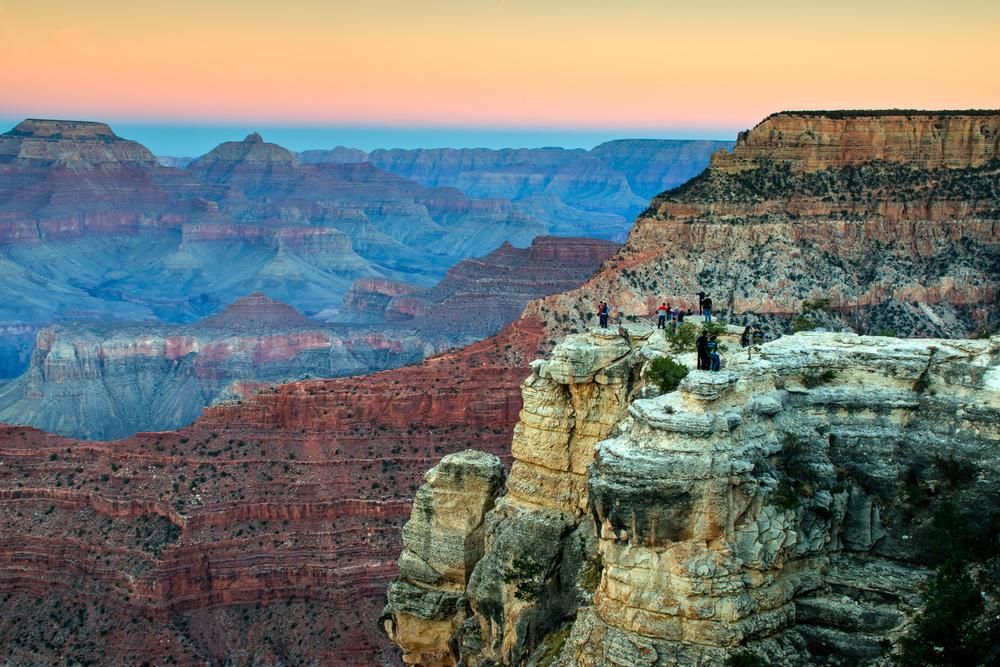 Vista desde el Borde Sur. Todavía quedan algunos turistas, pero por lo menos sirven para transmitir la magnitud del Gran Cañón :)