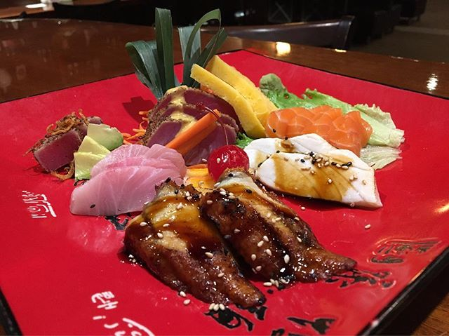 Come enjoy our Sashimi Dinner plate,made by our new Sushi Chef, Andrie! He has come to us from California and has over 10 years of experience. #awlinsasiancuine #foodie #sashimilovers #sushi🍣 #sushifans #littletockfood #deliciousfood