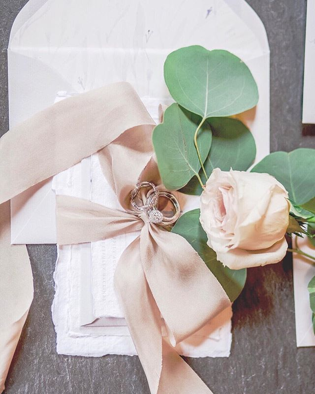 Fall/winter wedding inspiration - some soft, dusty tones can be a great alternative for this time of year without screaming for one holiday or another. I love this dusty blush. It looks especially lovely paired with deep charcoal, eucalyptus green, snowy white and thistle gray. It warms up the cool tones without clashing.⠀ .⠀ Planning & Design: @verveeventco⠀⠀ Photography: @lovebug.photography.ny⠀⠀ Stationery: @heliconpaper⠀⠀ Florals: #bradleyjamesdesigns⠀ Jeweler: @thesourcejewelers⠀ Venue: The Rabbit Room⠀⠀ .⠀⠀ #dailydoesofpaper #luxuryweddingstationery #winterwedding #medievalwedding #fairytalewedding #fallwedding #thatsdarling #flashesofdelight #eventswithverve #heliconpaper