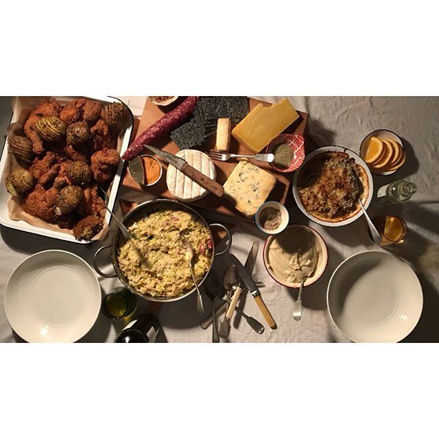 Christmas dinner with @petesy_williams, fried chicken, hassleback tatties, creamed king cabbage with goat bacon, bread sauce and introducing y'all to celac n' cheese. Cheese board for after! Derg, rollright, young buck and pistachio salami.